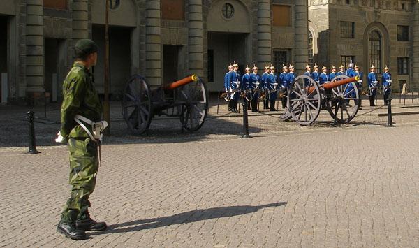Смена почетного караула у Королевского дворца, Стокгольм / Фото из Швеции