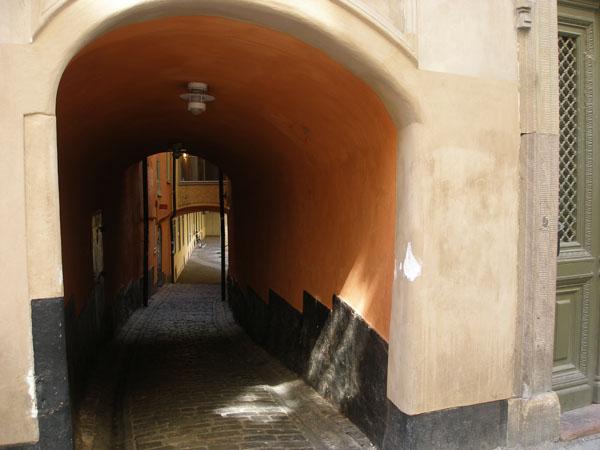 Бродить по стокгольмским улочкам и дворам можно бесконечно / Фото из Швеции