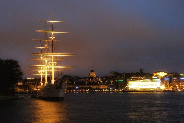 Вечером Стокгольм выглядит иначе / Фото из Швеции