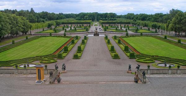 Дворцовый парк у резиденции Drottningholm напоминает Версаль / Фото из Швеции