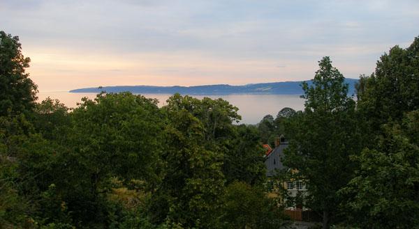 Со смотровой площадки открывается вид на Йёнчепинг и озеро / Фото из Швеции