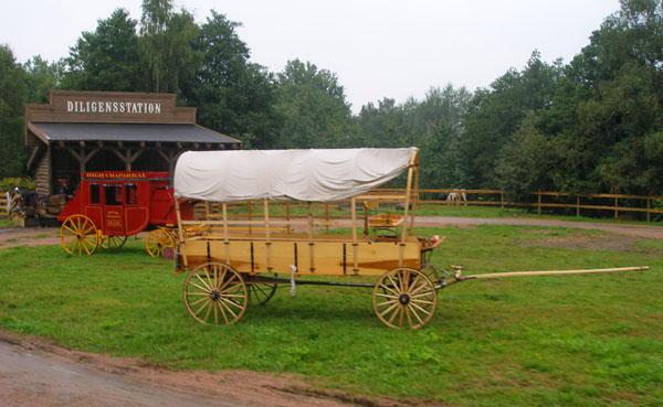 По дороге нам попалась выставка старинных транспортных средств / Фото из Швеции