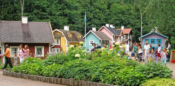 В каждый из игрушечных домиков можно войти / Фото из Швеции