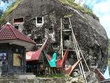 Каменные захоронения / Индонезия