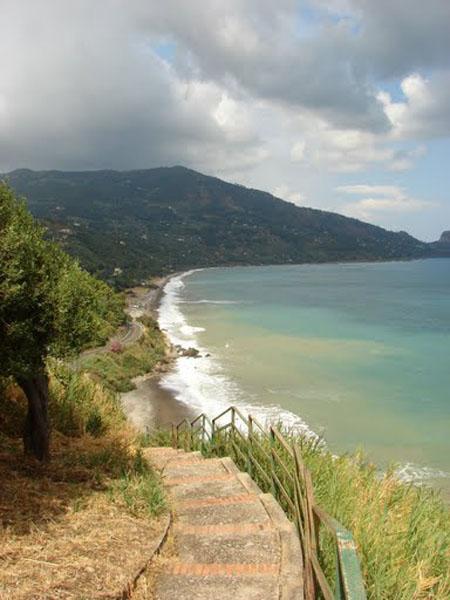 Лестница к морю, Сант-Амброджио / Фото из Италии