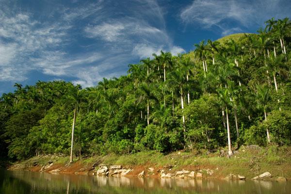 На склонах гор у озера Ханабанилья проложены живописные маршруты / Фото с Кубы