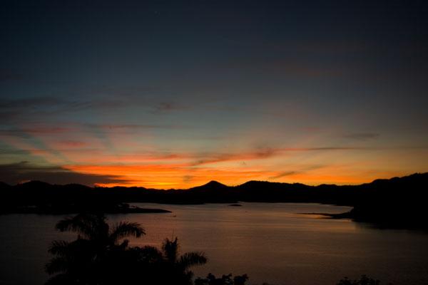 Рассвет над озером Ханабанилья / Фото с Кубы