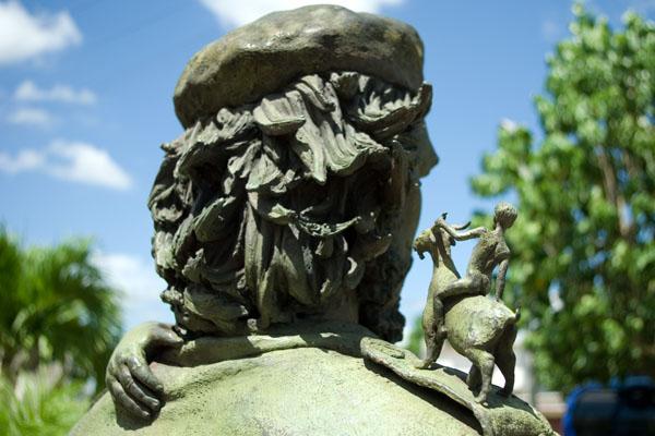 Памятник Че с ребенком на руках - один из символов Санта-Клары / Фото с Кубы