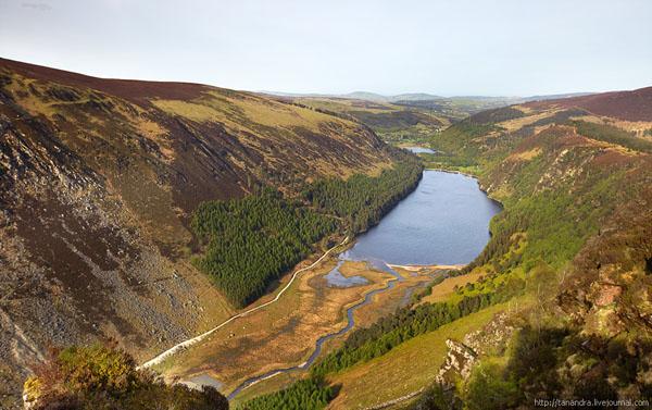 С вершины холмов открываются захватывающие виды, долина Глендалох / Фото из Ирландии