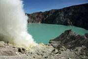 Кислотно-голубое озеро / Индонезия