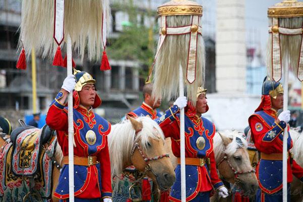 Бунчуки - символы власти в Монголии / Фото из Монголии
