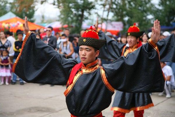 На празднике Надам можно увидеть интересные представления, Монголия / Фото из Монголии