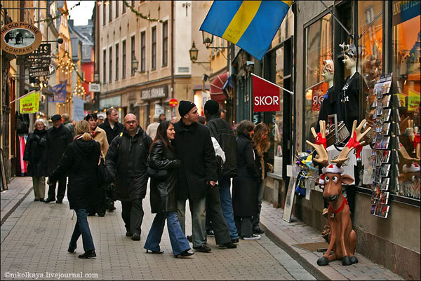 Сувенирные лавочки в Гамла-Стане на каждом шагу, Стокгольм / Фото из Швеции