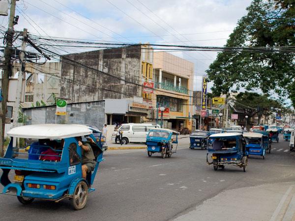 Трициклы на улице Пуэрто-Принсесы - столицы провинции Палаван / Фото с Филиппин