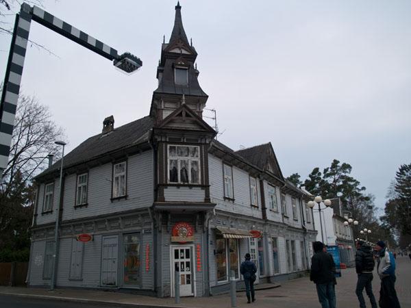 Винный магазин на пешеходной улице в Дзинтари / Фото из Латвии