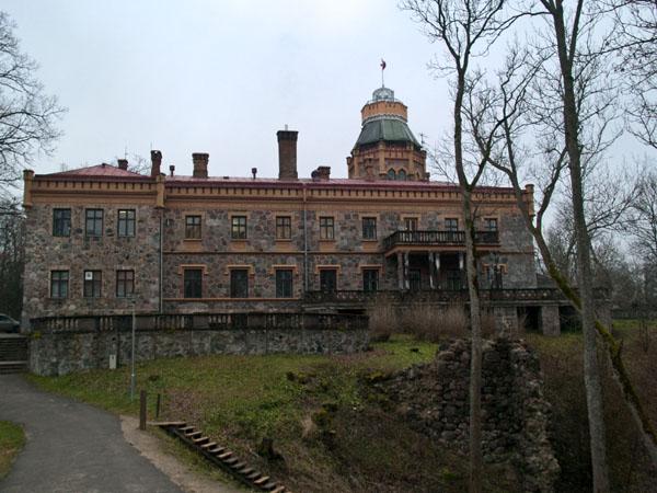 Новый замок в Сигулде постройки XVIII века / Фото из Латвии