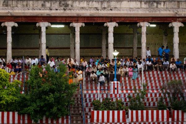 Ступеньки у пруда в храме Минакши Сундарешвары, Мадурай / Фото из Индии