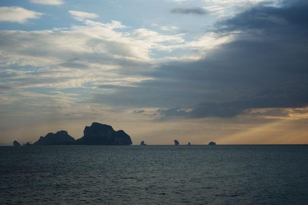 У побережья Краби много живописных островков / Фото из Таиланда