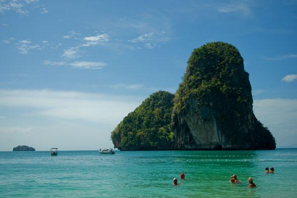 Маленький остров напротив пляжа Пхрананг, Краби / Фото из Таиланда