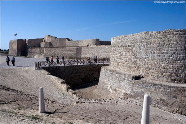 Под крепостью Калат-аль-Бахрейн скрыты еще более древние сокровища / Фото из Бахрейна