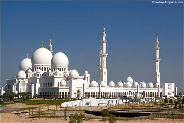 Мечеть шейха Зайда в Абу-Даби, ОАЭ / Фото из Бахрейна