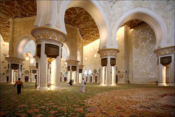 В мечети шейха Зайда - самый большой в мире ковер, Абу-Даби / Фото из Бахрейна