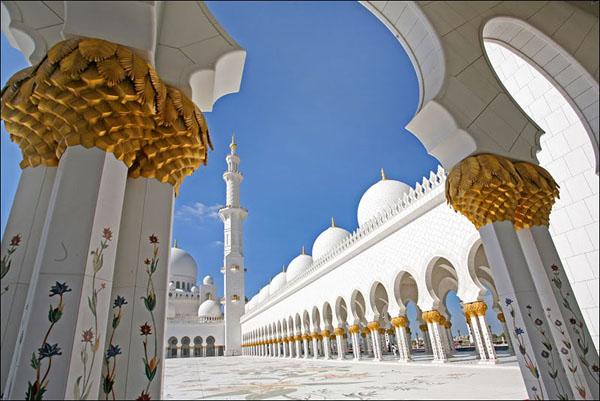 Для мечети шейха Зайда использовали ослепительно белый мрамор, Абу-Даби / Фото из Бахрейна