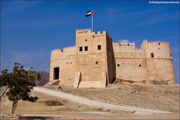 Форт Фуджейра XVII века, ОАЭ / Фото из Бахрейна
