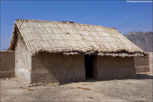 Традиционный глиняный дом с соломенной крышей, Фуджейра / Фото из Бахрейна