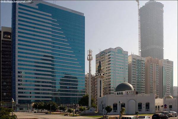 Абу-Даби - современный и очень чистый город, ОАЭ / Фото из Бахрейна