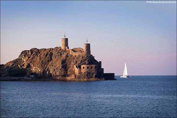 В Маскате сохранились португальские крепости, Оман / Фото из Бахрейна