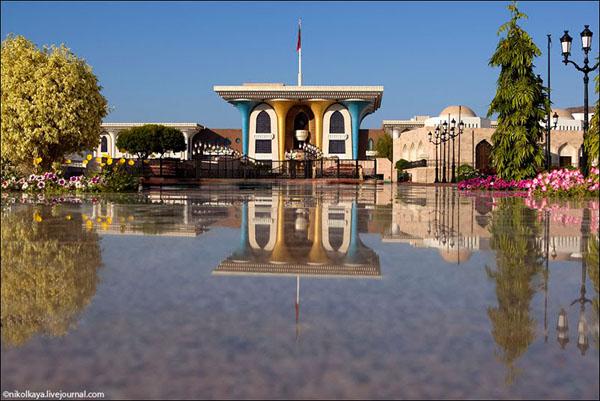 Во дворце Его Величества султана Кабуса бен Саида в Маскате, Оман / Фото из Бахрейна
