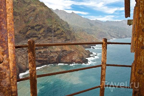 Вид с заброшенного маяка, остров Санту-Антан / Фото из Кабо-Верде