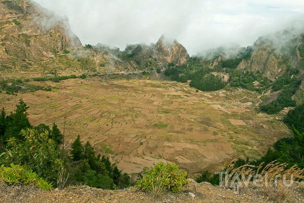 Фермерская долина в жерле потухшего вулкана, остров Санту-Антан / Фото из Кабо-Верде