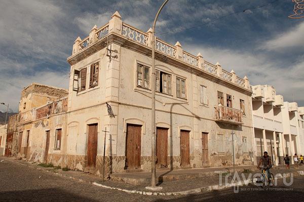 Колониальная архитектура в Порту-Нова, остров Санту-Антан / Фото из Кабо-Верде