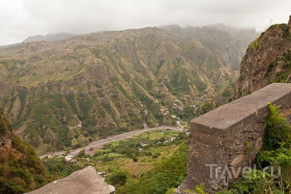 Склоны гор на острове Санту-Антан в Кабо-Верде / Фото из Кабо-Верде