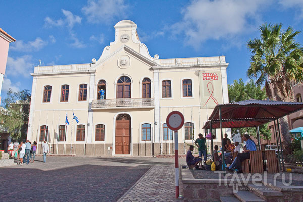 Paço do Concelho - мэрия города Минделу и парламент острова Сан-Висенте, Кабо-Верде / Фото из Кабо-Верде
