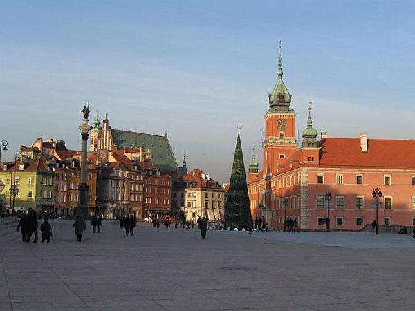 Вид на Замковую площадь и королевский дворец в Варшаве / Фото из Польши