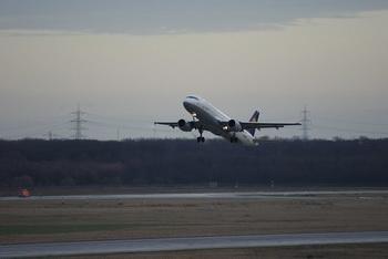 Взлетают и садятся самолеты / Германия