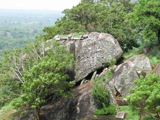 Камень на подпорках / Шри-Ланка