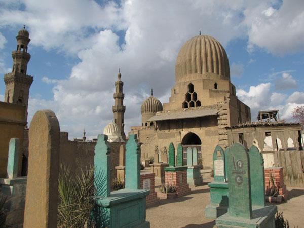 Минарет и мавзолей Саяр Аль-Дин Кавсуна на Южном кладбище, Каир / Фото из Египта