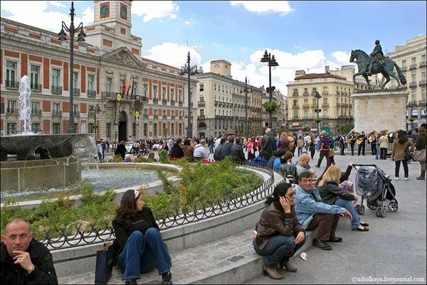 Площадь Пуэрта-дель-Сол в Мадриде - центр всей Испании / Фото из Испании