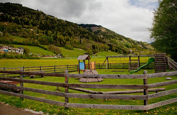 Детская площадка в австрийских Альпах / Фото из Австрии