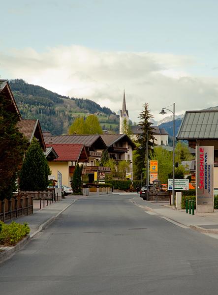 Живописная улочка курорта Капрун / Фото из Австрии