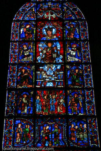 """""""Богородица из красивого стекла"""" в Шартрском соборе / Фото из Франции"""