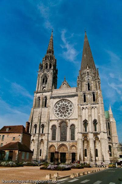 Фасад Шартрского собора / Фото из Франции