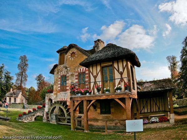 Сказочные домики на ферме Марии-Антуанетты, Версаль / Фото из Франции