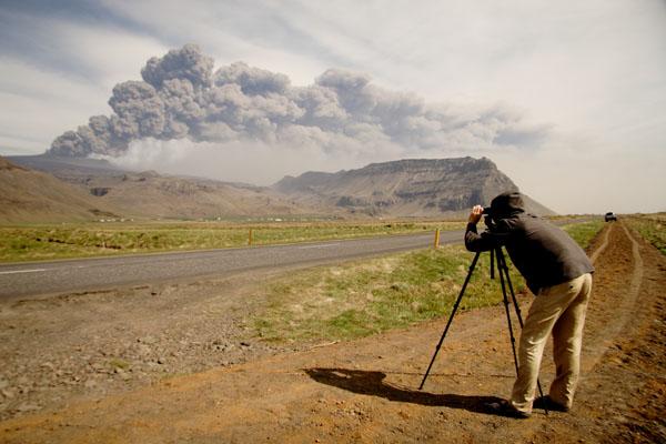 Фотосъемка у вулкана Эйяфьятлаекюдль  / Фото из Исландии