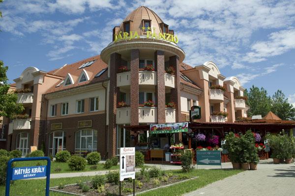 Хайдусобосло - оживленный курорт с гостиницами, кафе и ресторанами / Фото из Венгрии