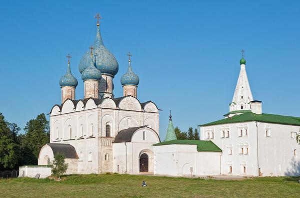 Суздальский кремль: Рождественский собор и колокольня / Фото из России